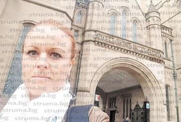 ЮЗУ преподавател учи магистри и докторанти в университета в Манчестър как да пишат дисертациите си