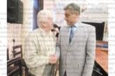 ОбС шефът на Перник на трогателна среща с ритуалчика, бракосъчетал го през 1994 г.