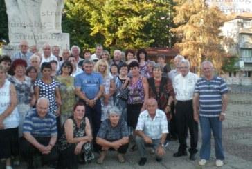 """Стотина работници от обувния завод """"Ильо войвода"""" се събраха на другарска среща в Кюстендил, празнуваха и 55-г. от създаването на съсипаното от приватизаторите Тасеви  предприятие"""