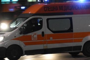 Лекарски екип се събра спешно! Спасяват моторист, ранен в тежка катастрофа