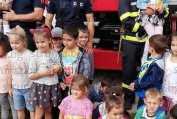 Малчугани в Разлог сложиха противопожарни каски на главите