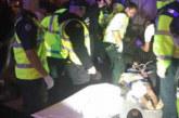 Екшън! Младежи с кола се врязаха в тълпа, има ранени