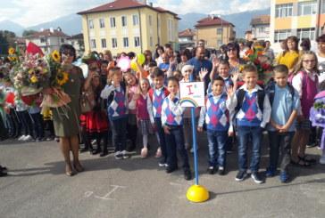С помагала и книжки дариха всички първокласници в община Разлог