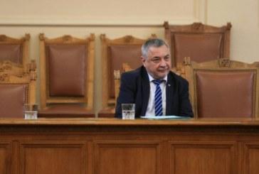 Валери Симеонов засега остава във властта