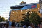 """18.30 часа! Срути се фасадата на МОЛ """"Ларго"""" в Благоевград, пожарникари и лекари търсят ранени"""