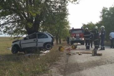 Голяма трагедия, жена загина при удар в дърво /СНИМКИ/