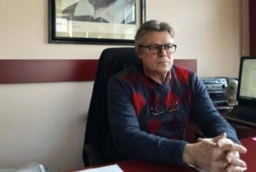 Навръх празника на Съединението колата на болния шеф Ал. Галперин е била паркирана пред театъра, вчера разпоредил на техниците да работят в събота и неделя без писмена заповед