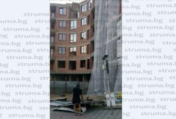 Извилата се буря помете оградата на жилищната кооперация на съдия Илонка Рашкова в Благоевград