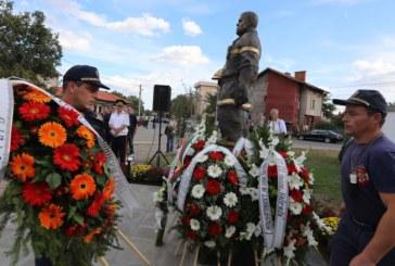 Откриха паметник на пожарникаря Богдан Илчев