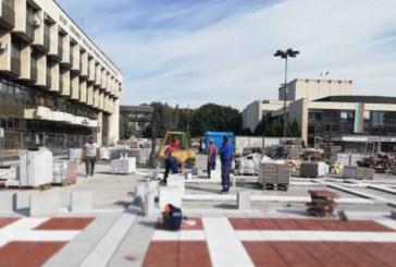 "Над 140 души усилено работят по ремонта на площад  ""Георги Измирлиев"" в Благоевград"