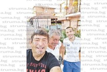 Благоевградският общински съветник Калоян Ханджийски релаксира със семейството си на Коринос