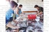 Три приятелки завъртяха точилки и разточиха първата домашна юфка в Илиндeнци