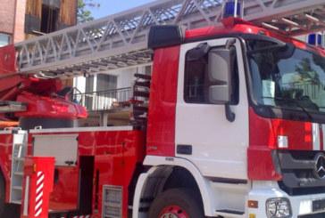Пожар в двуетажна къща в Пиперков чифлик, вадят мъж през прозореца
