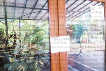 """СЛЕД СИГНАЛ НА КЛИЕНТИ! Данъчни затвориха ресторант """"Русалка"""", сервитьорите не издават касови бележки"""