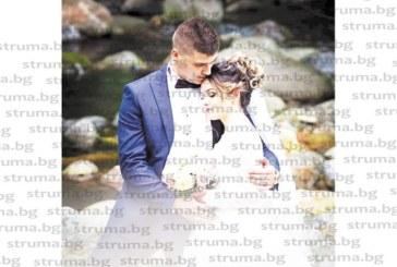След 6-годишна романтична връзка, стартирала от кварталното барче! Гурбетчии от Дупница долетяха от Англия, за да се оженят, заминават на медена седмица в Гърция