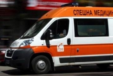 Линейка пристигна пред мола в Благоевград, транспортира колабирал мъж