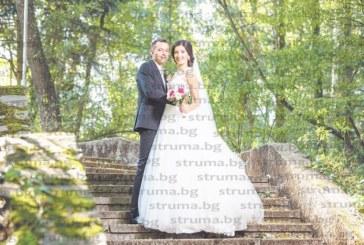 """Автоинструкторът Иван Димитров и чаровната банкова служителка Стефи си казаха """"да"""" на вълнуващo сватбено тържество с 200 гости"""