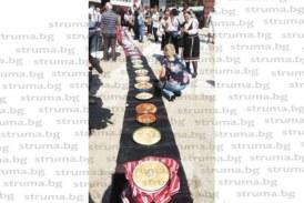 300 зелника наредиха на 80-метрова черга в кюстендилското село Шишковци майстори от три държави