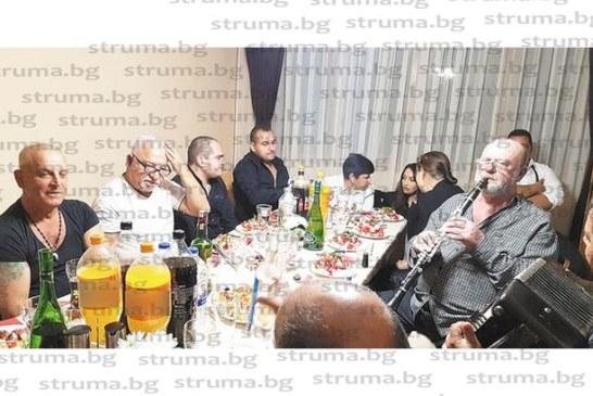 """Иво Папазов-Ибряма гостува с целия си оркестър на приятеля си, шефа на """"Щуро маке"""" Здр. Георгиев, в Гоце Делчев, музика се ля до зори"""