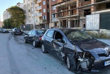 Джип помля няколко паркирани коли /СНИМКИ/