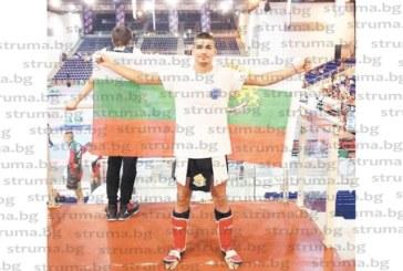 В битка с противници от утвърдени в кикбокса държави като Русия, Босна, Полша… дупничанинът Доброслав Радев спечели вицешампионската титла на световното в Италия