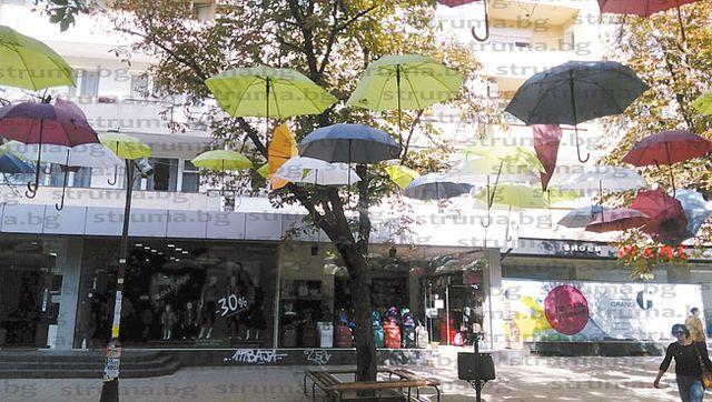 Прецедент! Блок в топцентъра на Благоевград обособен като отделен квартал, искат да превърнат паркинга в улица