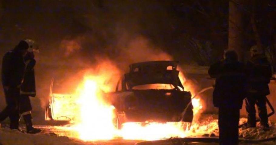 ОГНЕН АД В ПЕТРИЧ! Две коли лумнаха в пламъци