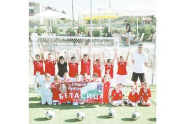 """Футболните таланти на """"Бела"""" гостуваха на връстниците си от гръцка академия"""