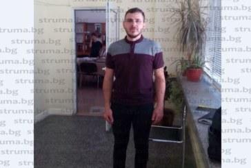 Младият информатик И. Узунов, хванал самолета от Англия, за да дойде на интервю за учител, вече е част от колектива на ПГИ