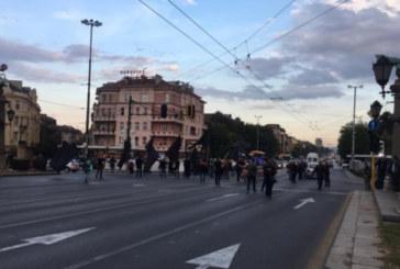 Майки на децата с увреждания блокираха Орлов мост