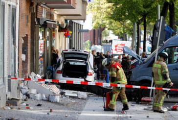 Автомобил се вряза в група хора в центъра на Берлин