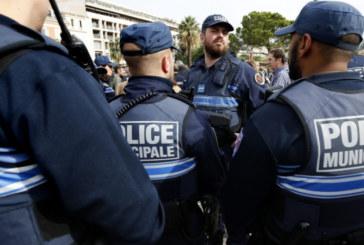 Въоръжени откриха стрелба в сърцето на Франция, има ранени