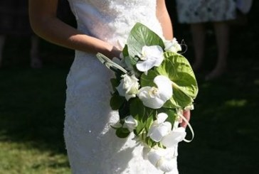 Британка дава 15 000 долара да вплетат коси от мъртвата й майка в булчинската рокля