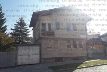 """Самоковската """"Хидрострой БГ-63"""" удари конкурентите с 20% по-ниска цена и спечели поръчката за ремонт на покрив на общинска сграда в Банско с оферта 26 730 лв."""