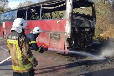 Автобус с работници се запали на главен път Е-79 /СНИМКИ/