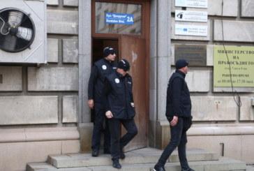 Съдът решава днес за задържаните от Агенцията за българите в чужбина