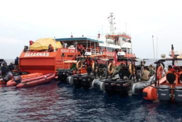Водолази търсят падналия в морето индонезийски самолет