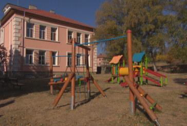 Люлка потроши 7-г. Ивана, инфаркт покоси учителката й