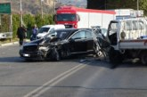 Челен удар между лек автомобил и камион затвори Е-79