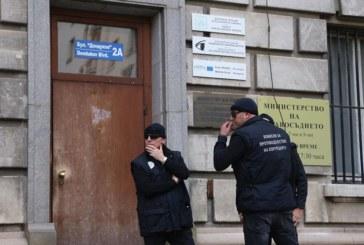 Продължава акцията в Агенцията за Българите в чужбина, повдигат обвинения на арестуваните шефове и служители