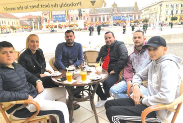"""Футболист на """"Бела"""" и партньорът му триумфират на билярд в Румъния"""