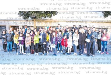 Кметът Бръчков награди 31 изявени ученици от Петрич, К. Гогушева с едногодишна стипендия