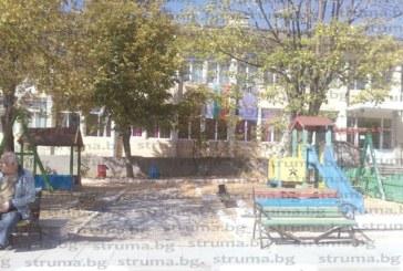 Селото с 30 стари ергени Слатино магнит за пенсионирани учители, благоевградчани и столичани, намерили уют край минералната вода, бликнала преди 59 години, докато търсели нефт