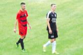 Футболисти от Петричко и Санданско се вкопчиха в люта битка за челото в Гърция