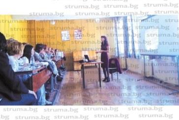 Учители от Благоевград и Симитли алармират! Третокласниците по-натоварени от четвъртокласниците, прекарват в училище по 10 ч. дневно, дремят по чиновете от умора
