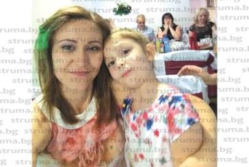 Гл. юрисконсулт на Регионалната здравна инспекция в Пиринско Биляна Митева посрещна рождения си ден със семейството