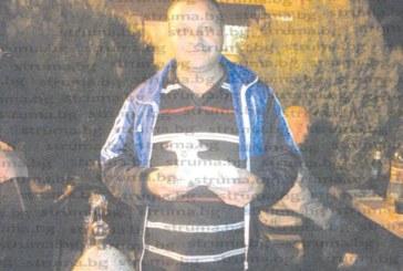 Майстор-леяр от Кресна събра на печено прасе здрава мъжка компания за 50-годишнината си, дариха го с агне – намек за менюто за 100-ия юбилей