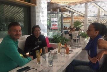 """Трио протестъри на кафе коментират ситуацията в ОбС – Благоевград! Адвокат Албина Анева: За общинските съветници тържествената сесия бе """"Среща на изненадите"""", не сме дори обсъждали имената на номинираните за """"Личност на годината"""", кой ги е предложил и как са избрани?"""