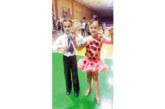 """Танцьори на """"Импулс"""" зарадваха майка си с купа и медали на рождения й ден"""