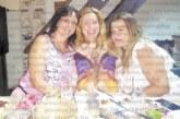 """Ортопедична сестра чества рождения си ден в """"аванс"""" с приятелки в Кипър, колежки от МБАЛ – Благоевград я изненадаха навръх празника с красиви букети"""